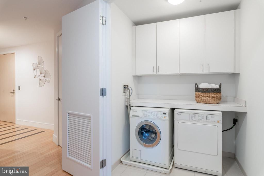 Laundry Room in Unit - 2001 15TH ST N #1008, ARLINGTON