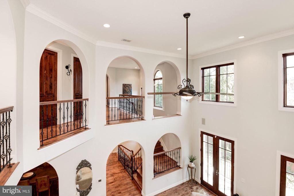 2-story living room - 1231 INGLESIDE AVE, MCLEAN