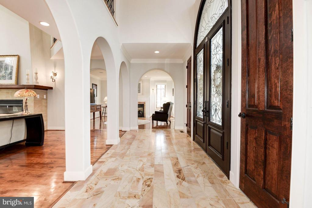 Foyer with gorgeous tile - 1231 INGLESIDE AVE, MCLEAN