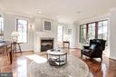 Library/family room on the main level - 1231 INGLESIDE AVE, MCLEAN