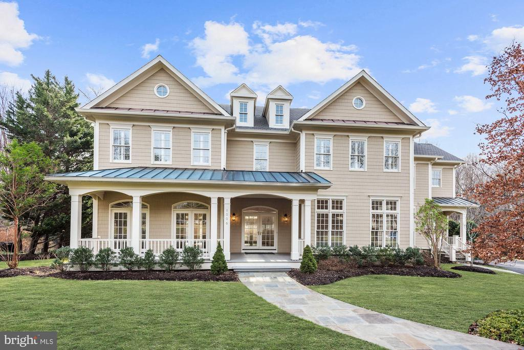 Amazing Value in McLean, 5 Bedrooms, Sun Drenched! - 1006 BRYAN POND CT, MCLEAN