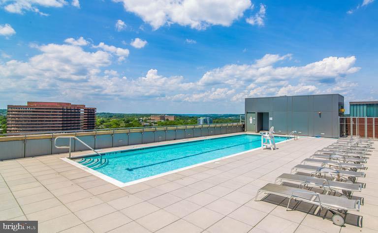 Rooftop Pool - 2001 15TH ST N #1008, ARLINGTON