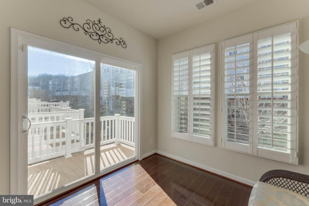 Sun-room with sliding glass doors to deck - 3949 MADDEN WAY, DUMFRIES