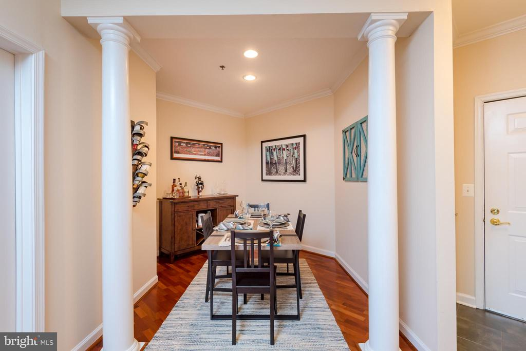 Dining room offers nook for entertainment - 2310 14TH ST N #301, ARLINGTON