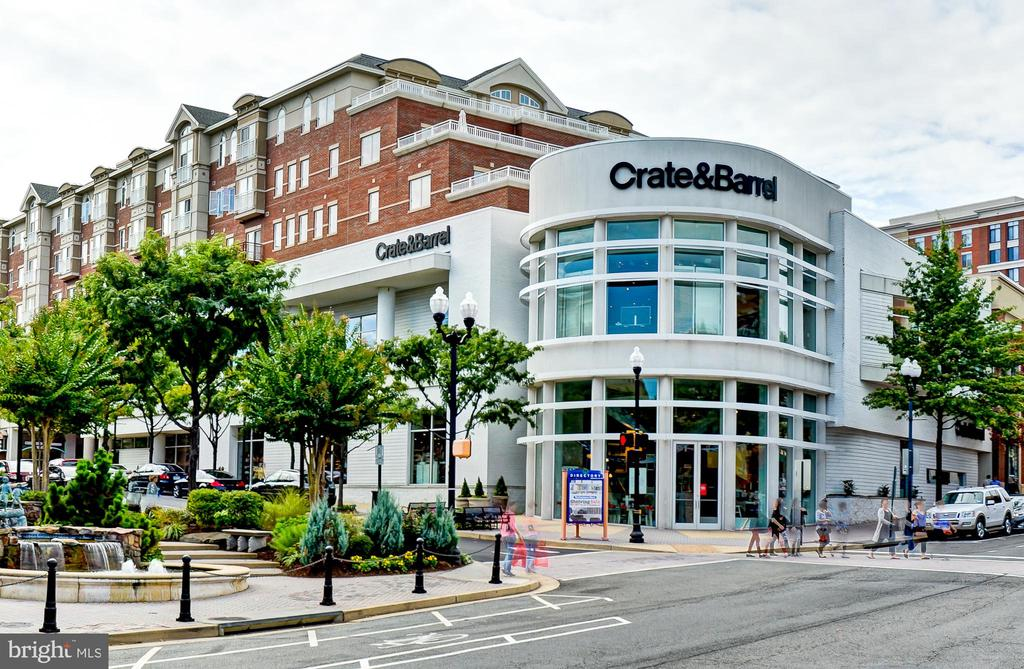 Crate & Barrel ~ Stylish Shopping - 2310 14TH ST N #301, ARLINGTON
