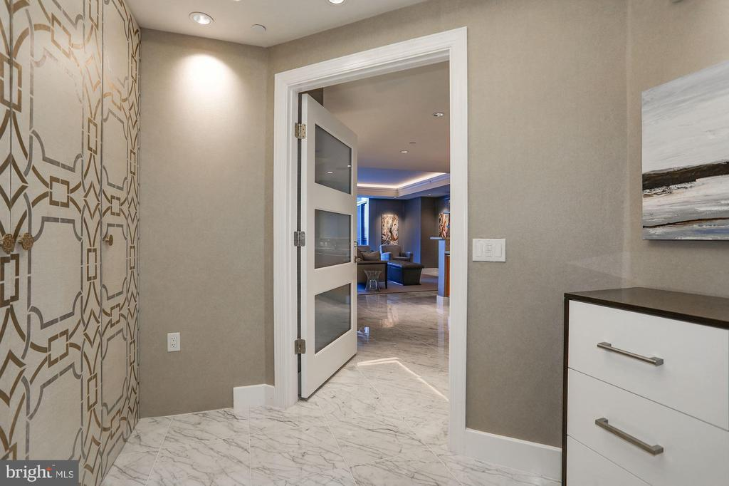 Direct Elevator Access - 1881 N NASH ST #212, ARLINGTON