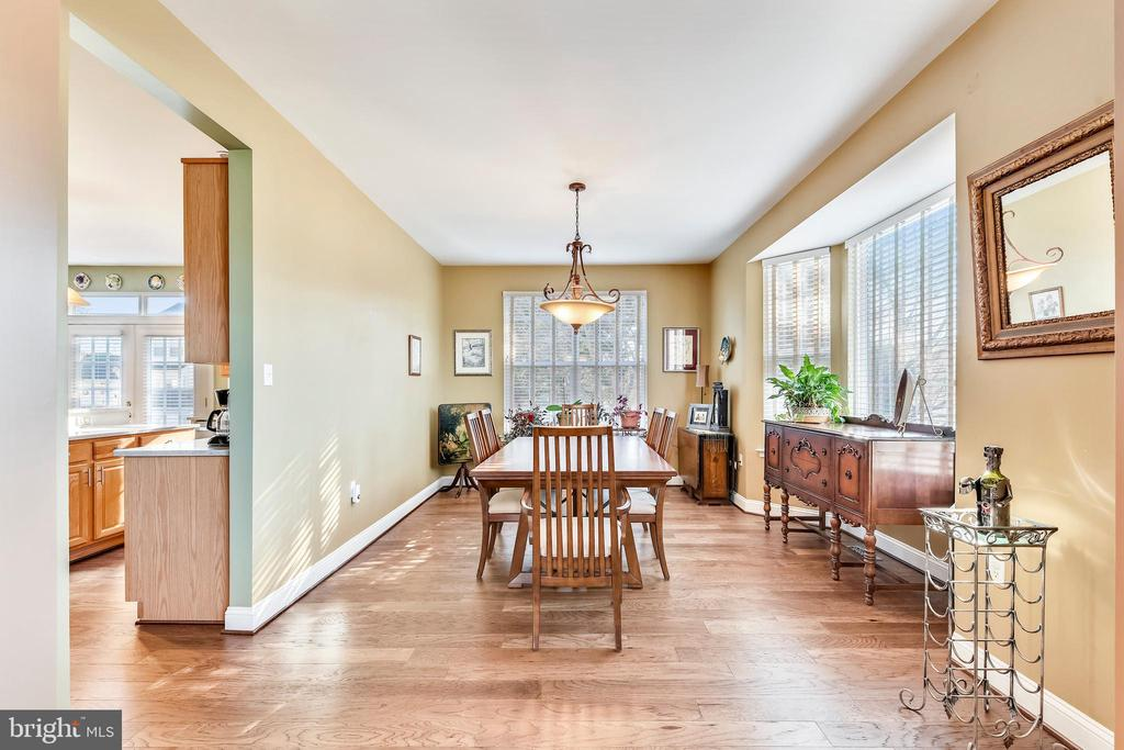 Large formal dining room for great gatherings! - 1301 FEATHERSTONE LN NE, LEESBURG