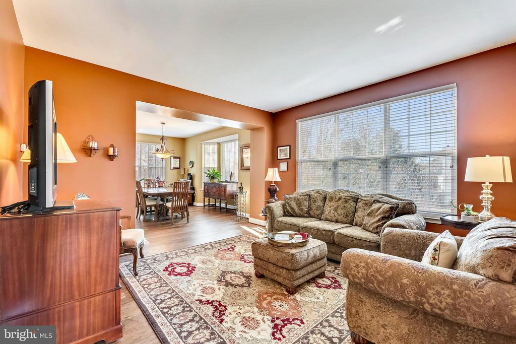 Spacious formal living room - 1301 FEATHERSTONE LN NE, LEESBURG