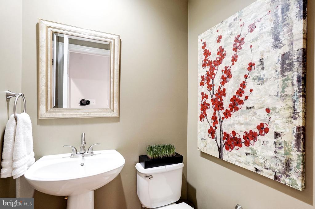 Second level powder room - 2137 N PIERCE CT, ARLINGTON