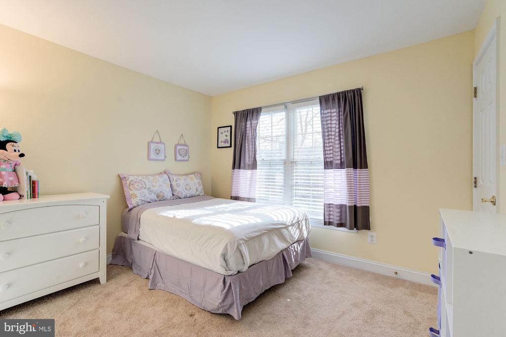 Second bedroom on third level - 2137 N PIERCE CT, ARLINGTON
