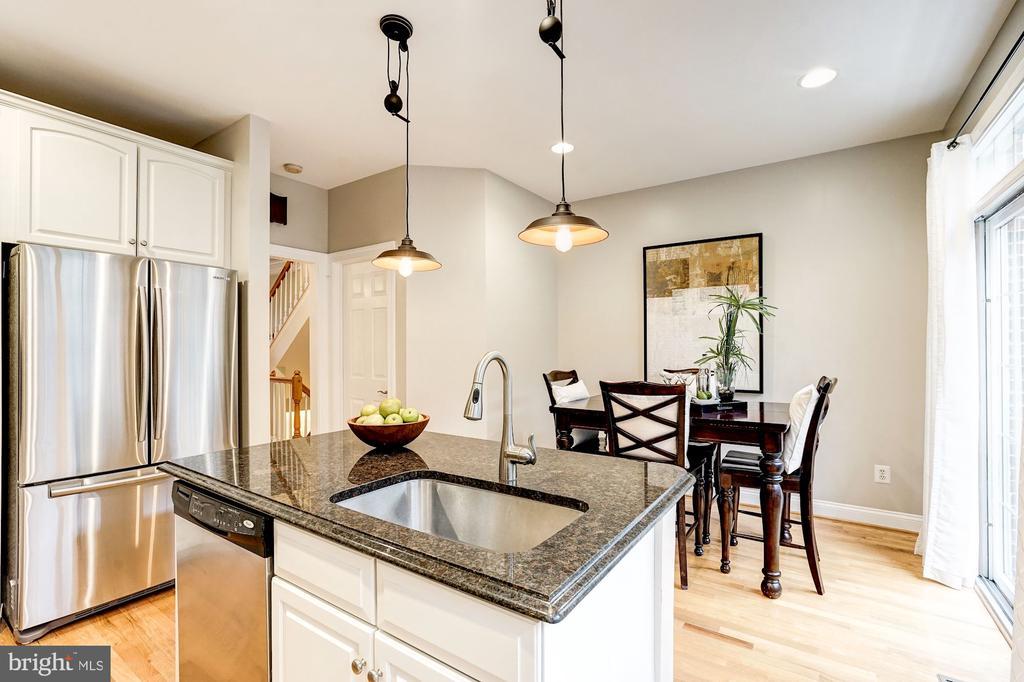 Large and open kitchen - 2137 N PIERCE CT, ARLINGTON