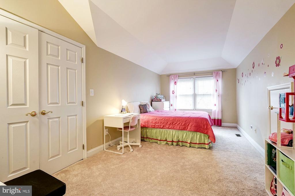 Fourth level bedroom - 2137 N PIERCE CT, ARLINGTON