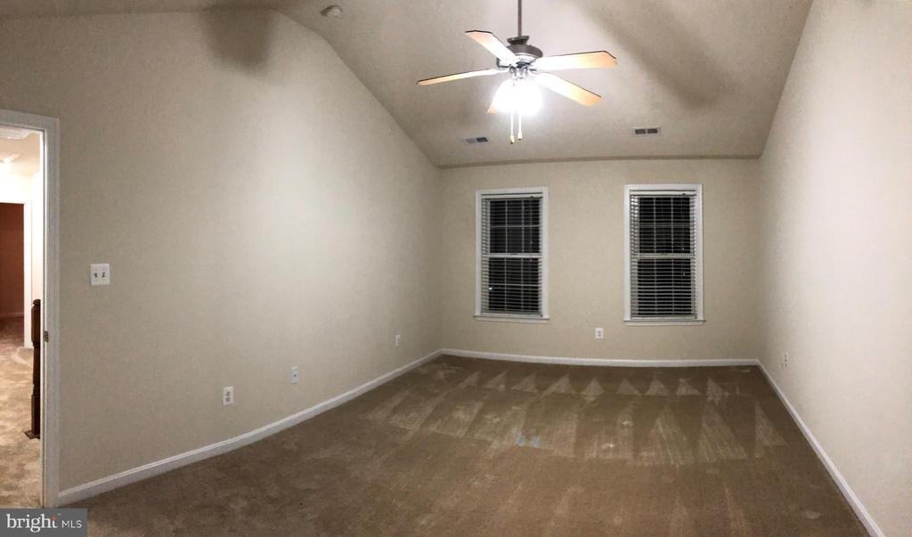 MASTER BEDROOM WITH VAULTED CEILINGS - 35292 GOSLING LN, LOCUST GROVE