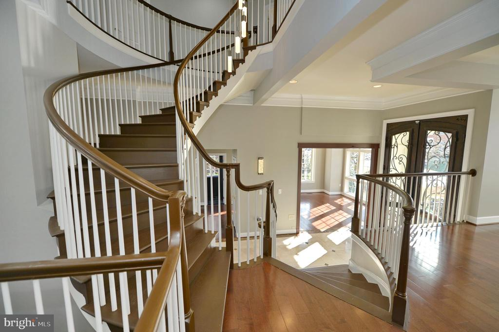 Staircase - 18184 SHINNIECOCK HILLS PL, LEESBURG