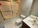 Lower level full bath - 18184 SHINNIECOCK HILLS PL, LEESBURG