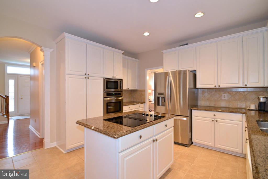 Kitchen with Stainless steel Appliances - 47408 GALLION FOREST CT, STERLING