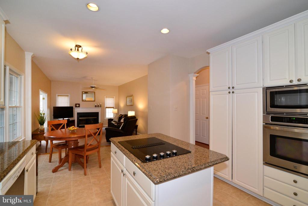 Kitchen  Island, Oven and Microwave and Breakfast - 47408 GALLION FOREST CT, STERLING