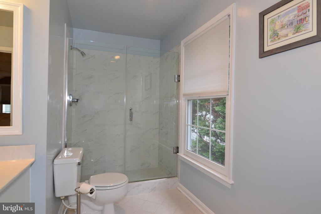 Master Bath Shower. - 47408 GALLION FOREST CT, STERLING