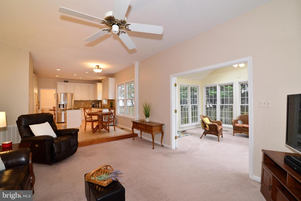 Family Room with view to Sunroom. - 47408 GALLION FOREST CT, STERLING