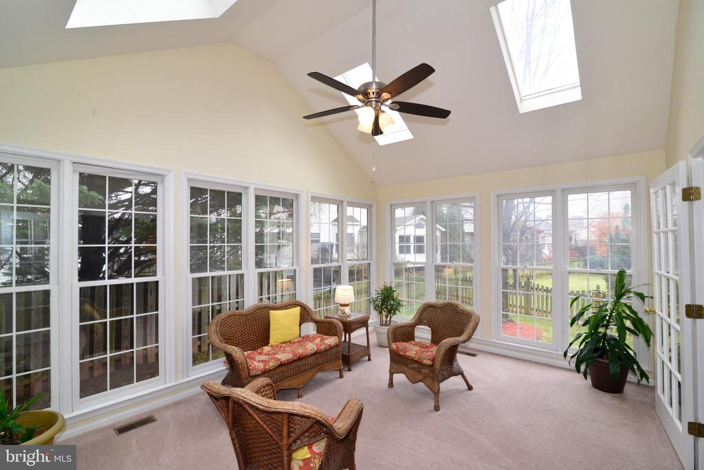 Beautiful Sunroom. - 47408 GALLION FOREST CT, STERLING