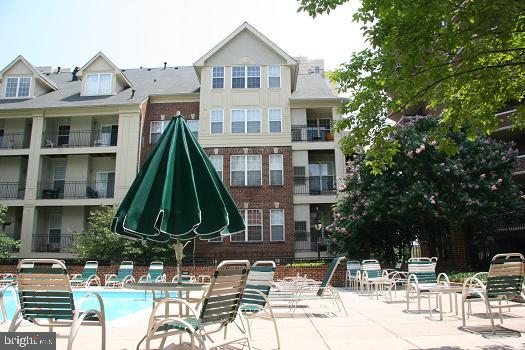 Private pool for owners - 2310 14TH ST N #301, ARLINGTON