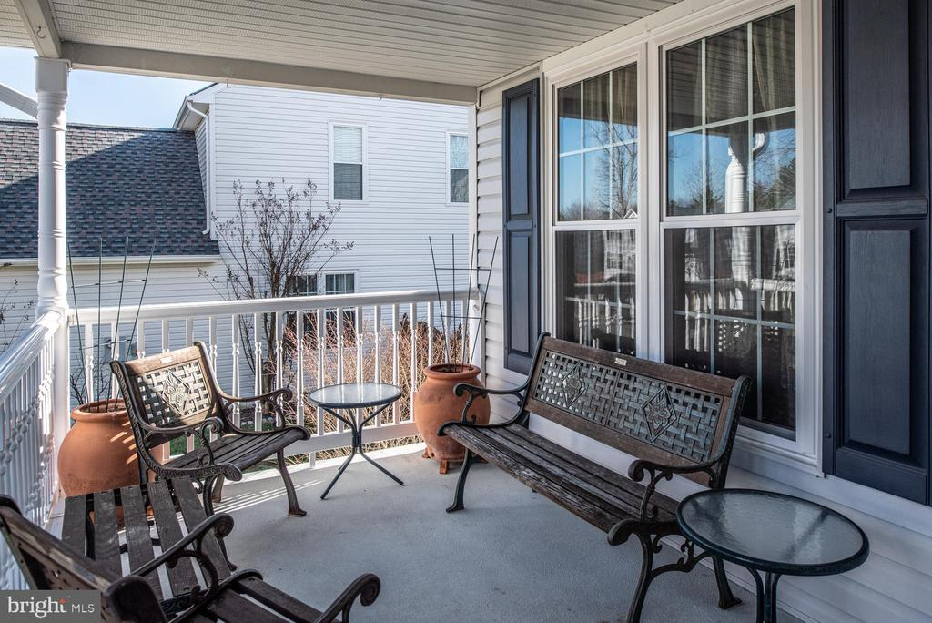 Inviting Front Porch with ample seating area. - 8 STONERIDGE CT, STAFFORD