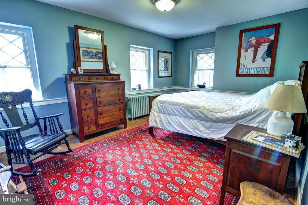 UL bedroom 2 - 16960 IVANDALE RD, HAMILTON