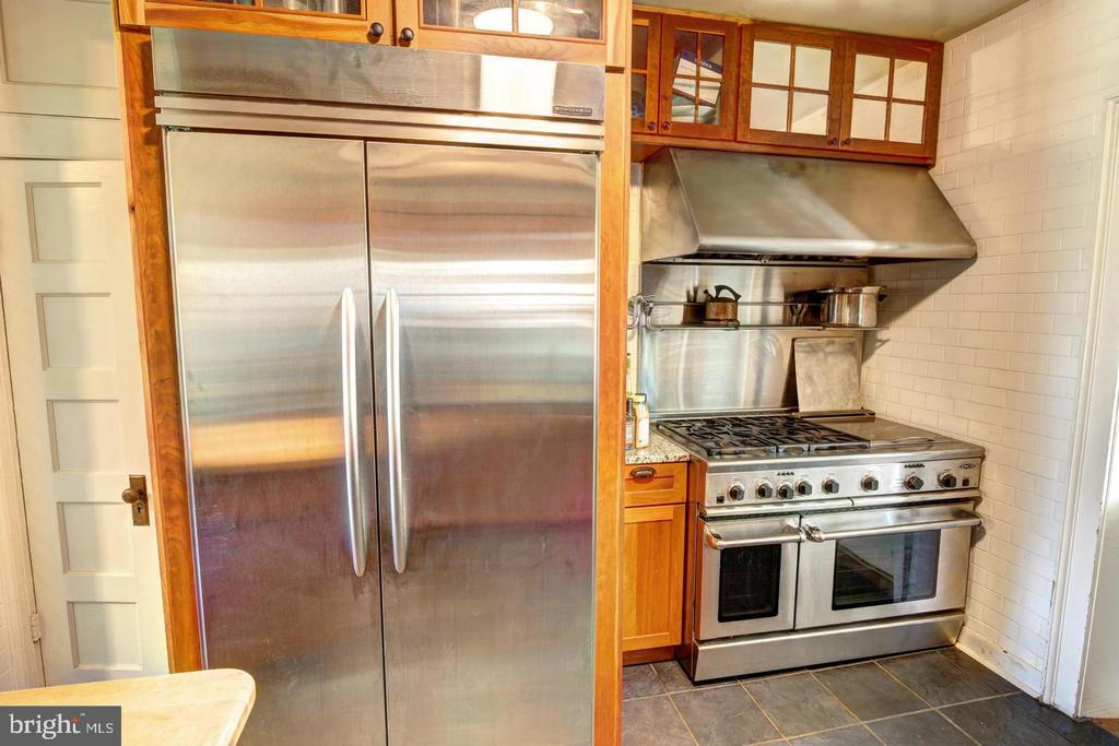 Commercial grade kitchen appliances - 16960 IVANDALE RD, HAMILTON