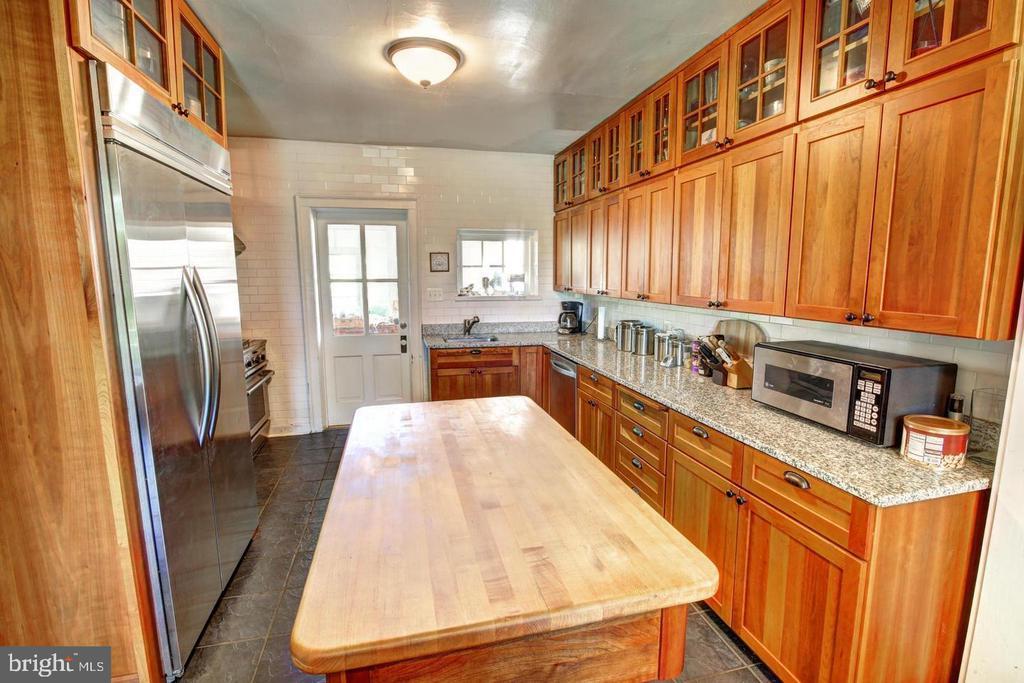 Kitchen - 16960 IVANDALE RD, HAMILTON