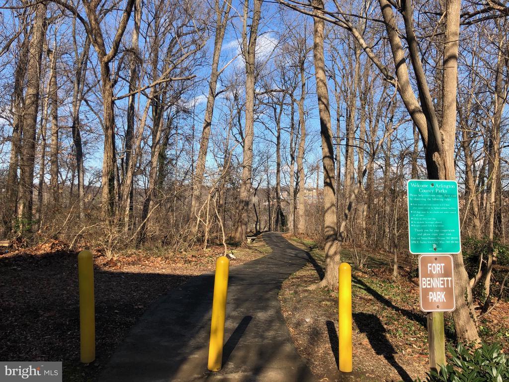Walk to Fort Bennett Park - 2137 N PIERCE CT, ARLINGTON