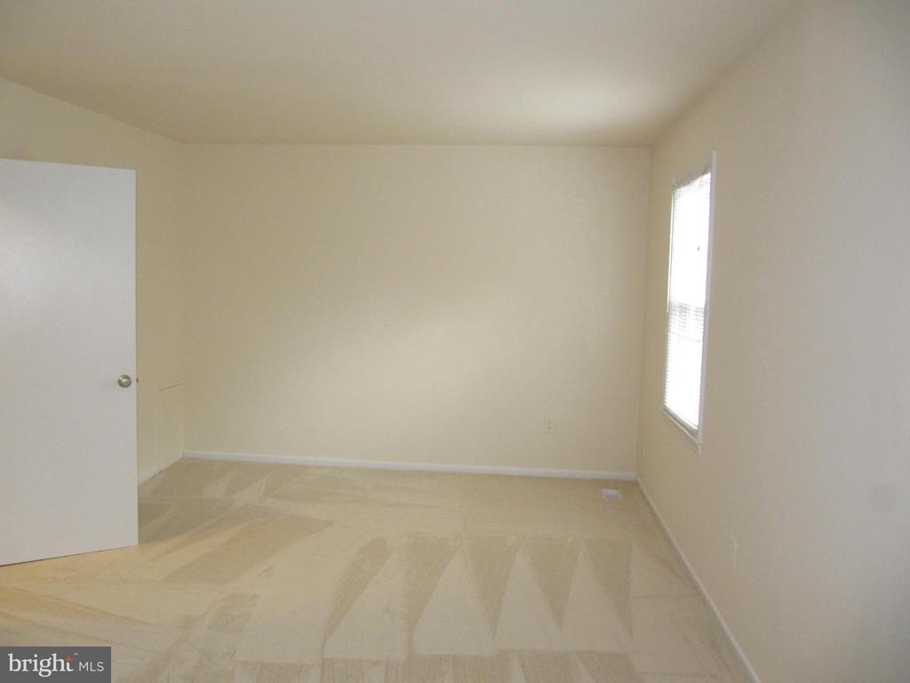 Back Master Bedroom Unfurnished - 8396 UXBRIDGE CT, SPRINGFIELD