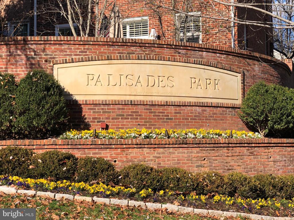 Palisades Park - 2137 N PIERCE CT, ARLINGTON