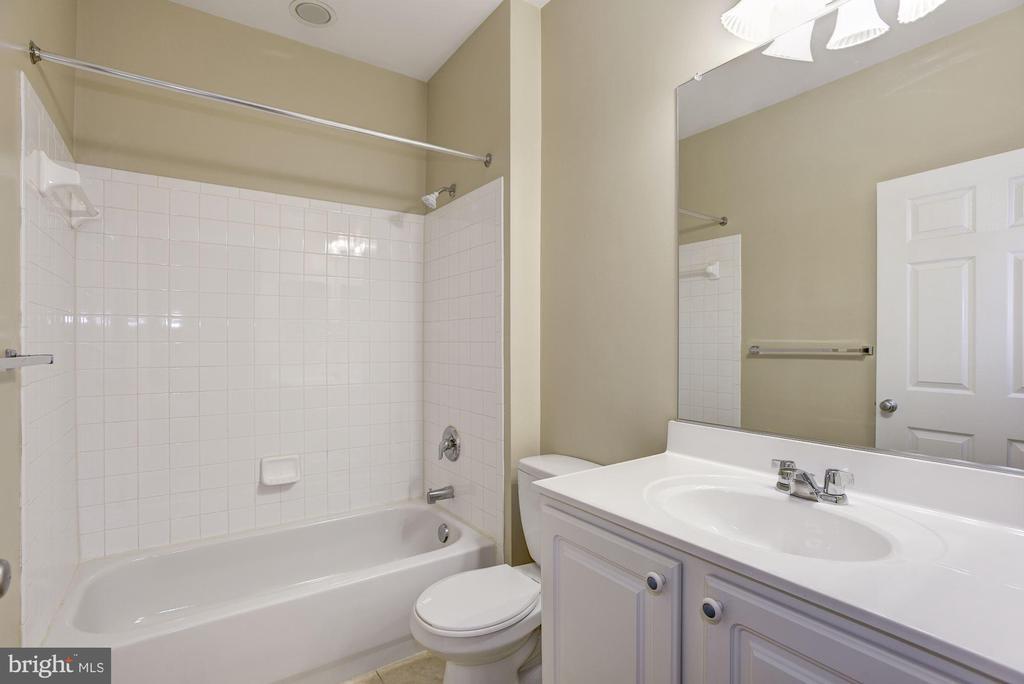 Full Bath - 42439 ROCKROSE SQ, BRAMBLETON