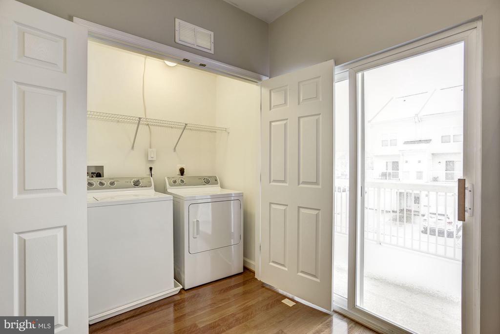 Laundry - 42439 ROCKROSE SQ, BRAMBLETON