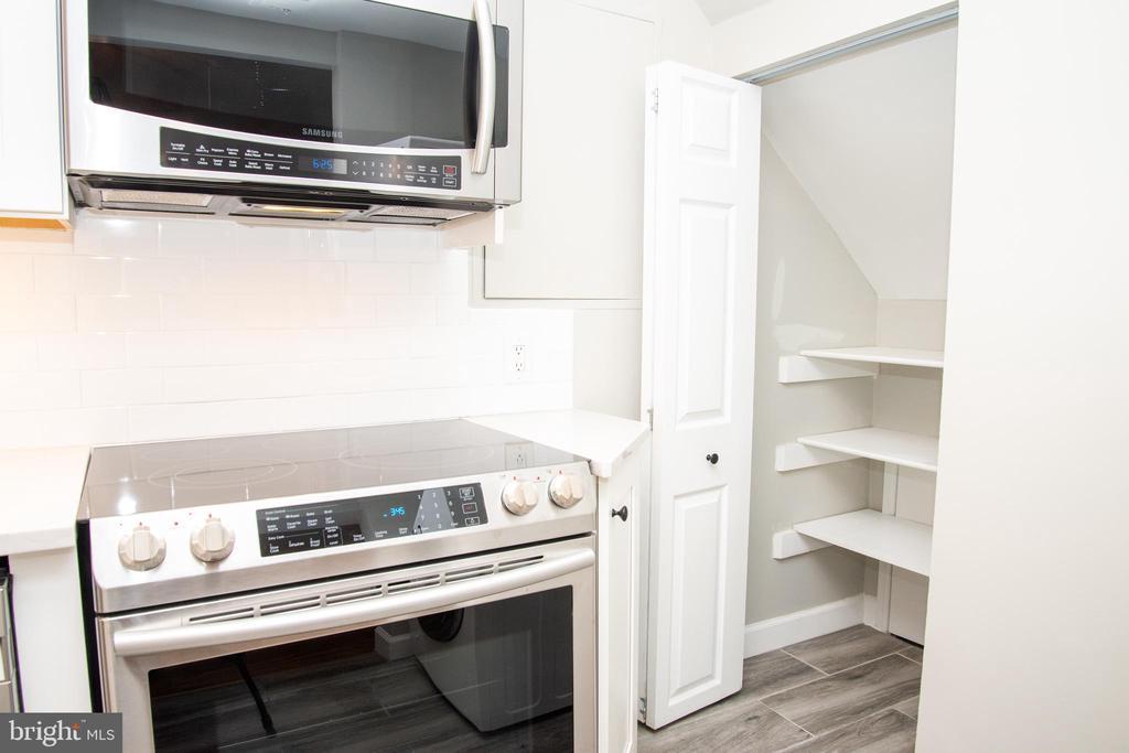 New Gourmet Kitchen Samsung Appliances - 2804 S ABINGDON ST #B, ARLINGTON