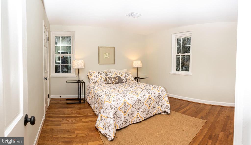 Master Bedroom With Large Closet. - 2804 S ABINGDON ST #B, ARLINGTON
