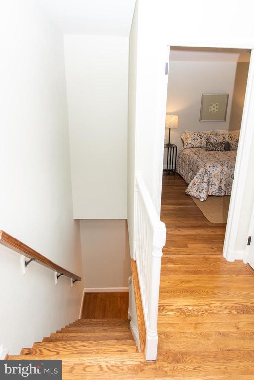 Refinished Hardwood Floors Throughout. - 2804 S ABINGDON ST #B, ARLINGTON
