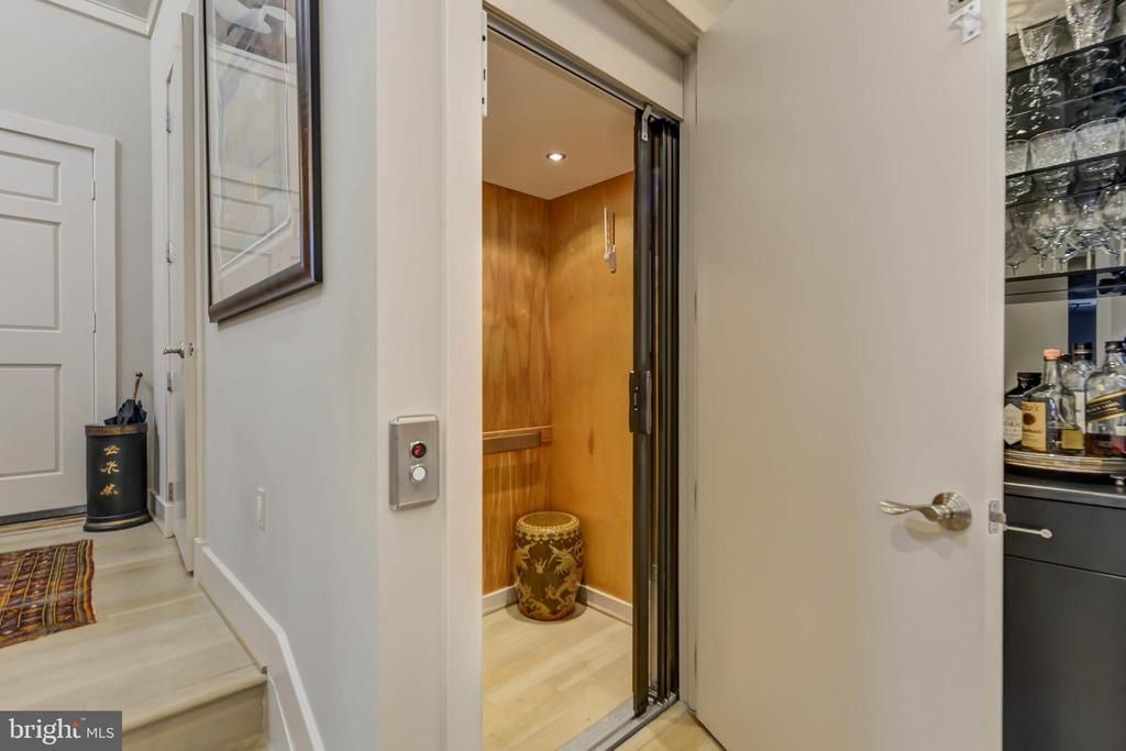 Elevator with service to all 3 levels - 5818 MADAKET RD, BETHESDA