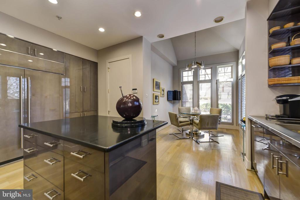 Breakfast area in kitchen - 5818 MADAKET RD, BETHESDA