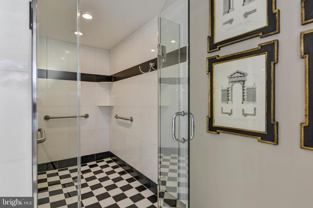 Enormous shower - 5818 MADAKET RD, BETHESDA