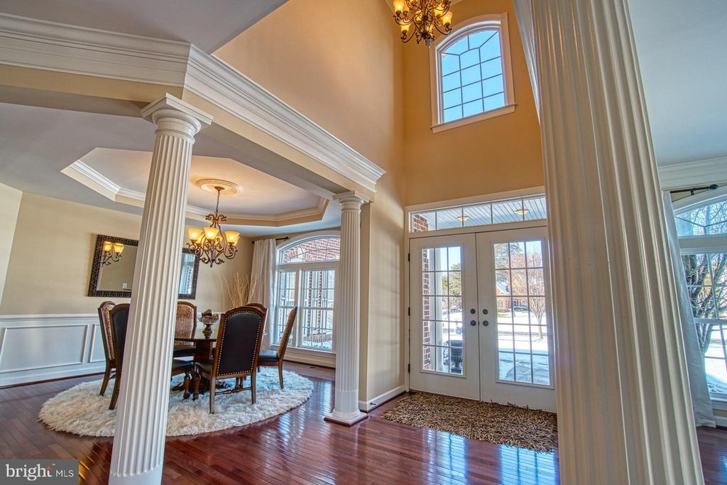 Gorgeous Foyer Welcomes You Into the Home - 8251 ARROWLEAF TURN, GAINESVILLE
