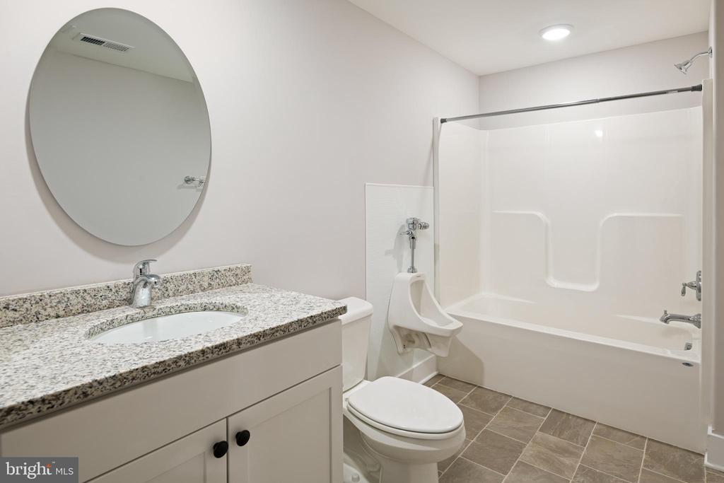 FULL BATHROOM W/ SPECIAL  ADDED  FEATURES! - 466 COURTHOUSE RD, STAFFORD