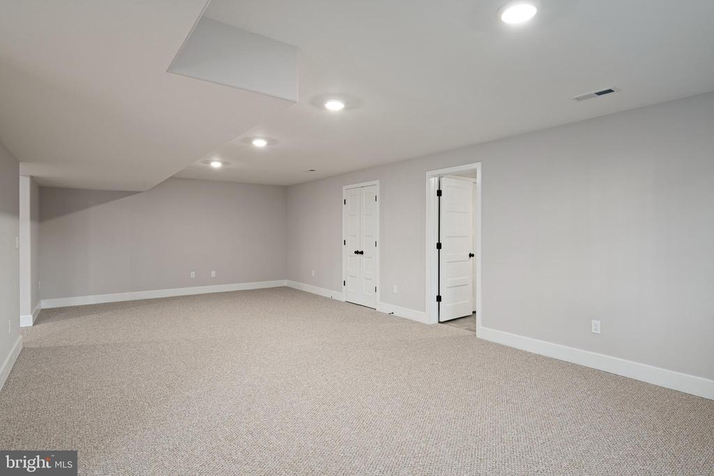 SO MANY POSSIBILITIES FOR THESE ROOMS - 466 COURTHOUSE RD, STAFFORD