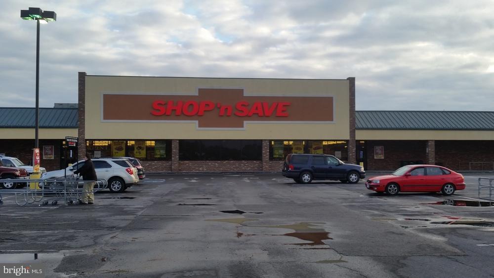 Property 為 出租 在 320 FAIRFAX PIKE #1 BIG BOX GROCERY Stephens City, 弗吉尼亞州 22655 美國