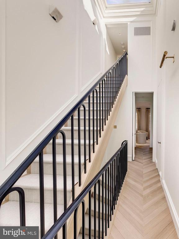 Upper level hallway - 2318 20TH ST NW, WASHINGTON