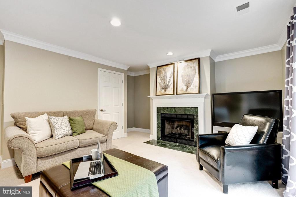 Gas fireplace in first level rec room - 2137 N PIERCE CT, ARLINGTON