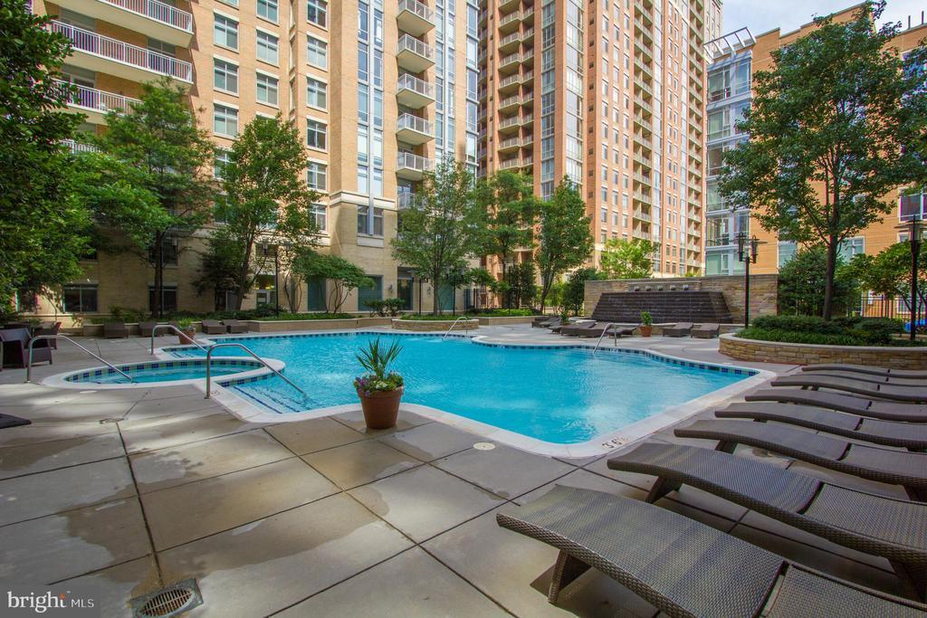 Pool - 11990 MARKET ST #1401, RESTON