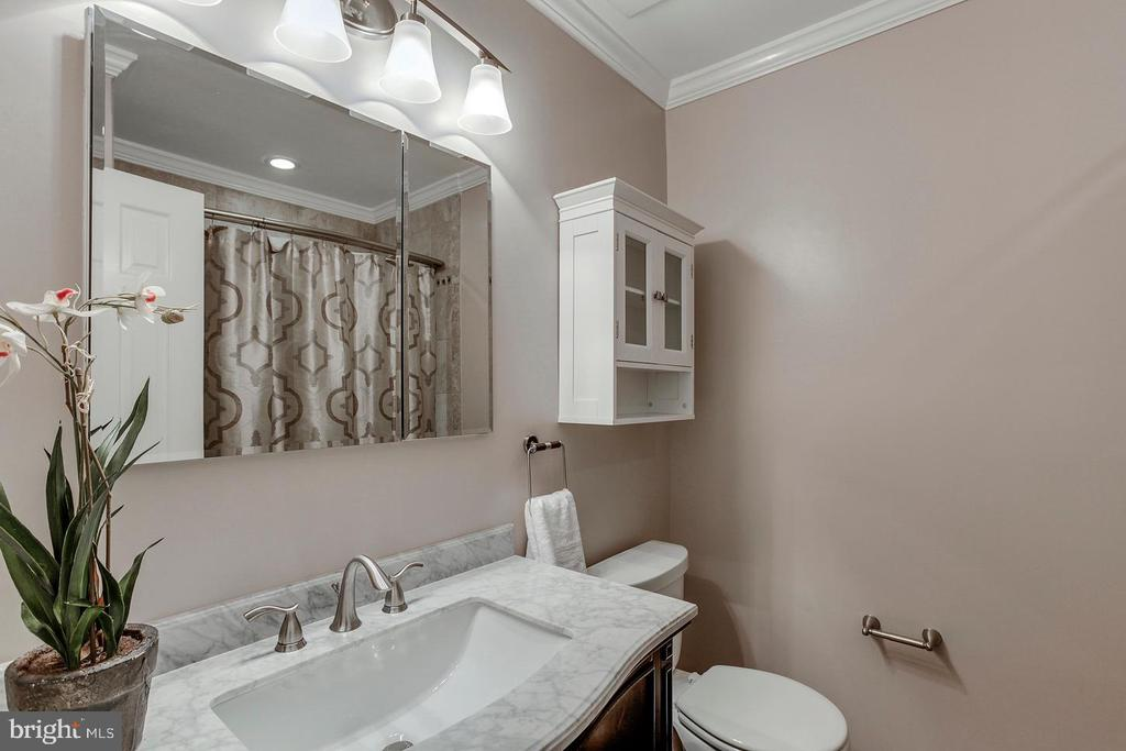 Upper level hall bath - 2522 S WALTER REED DR #4, ARLINGTON
