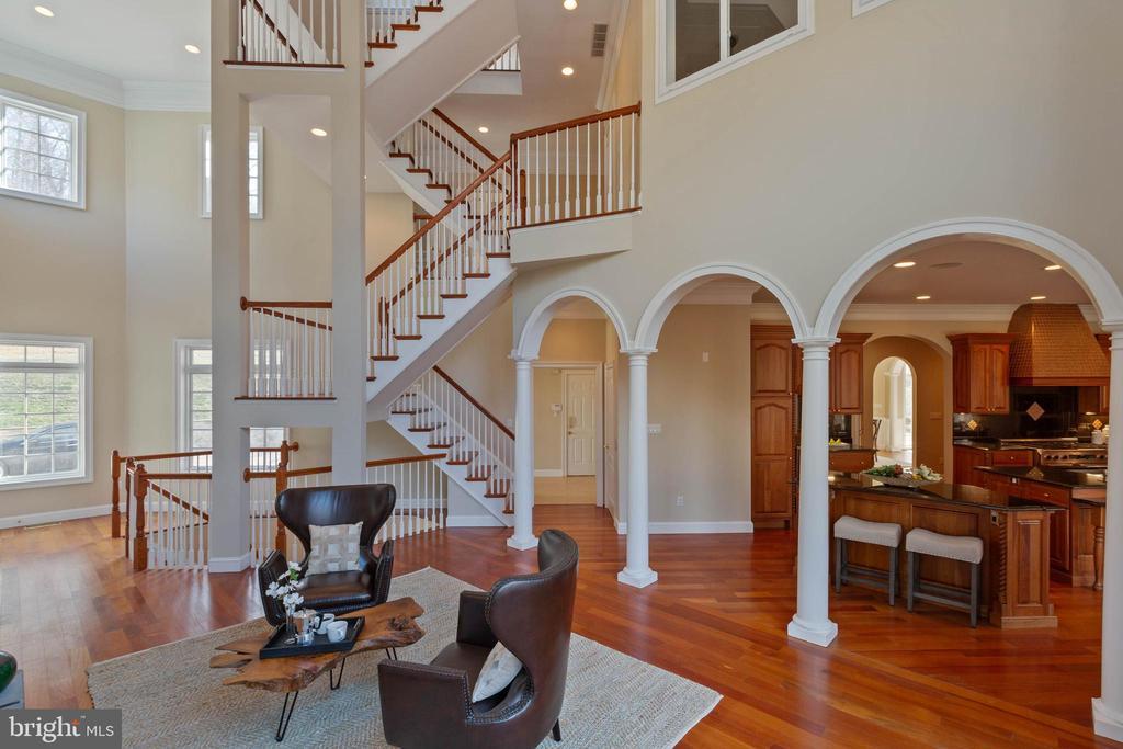 Sitting Area off Kitchen - Back Staircase, Elevato - 8033 WOODLAND HILLS LN, FAIRFAX STATION