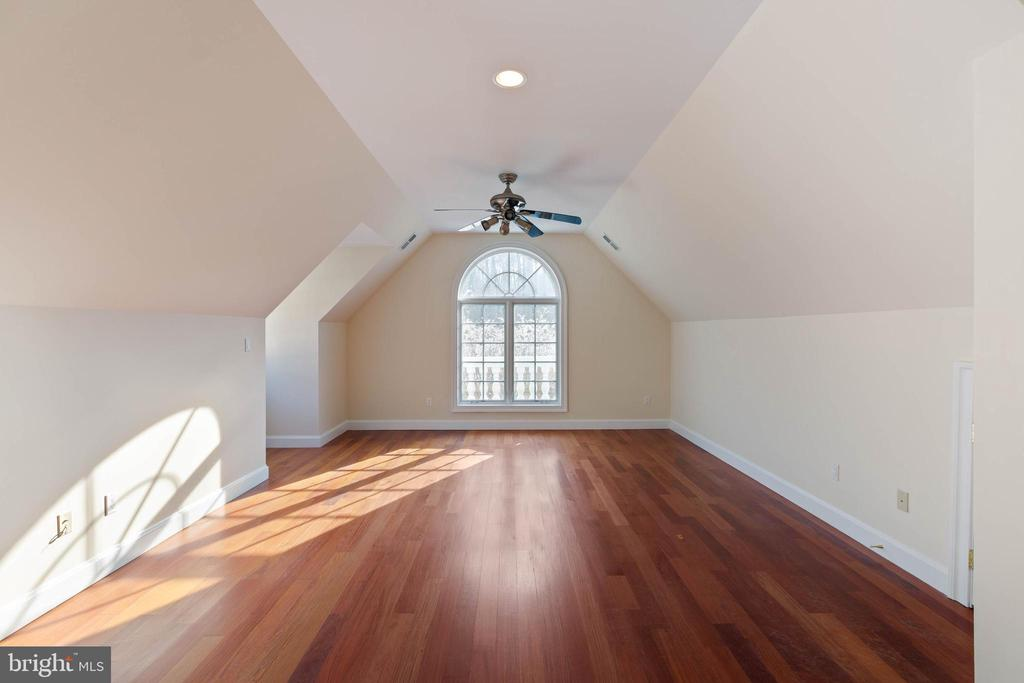 Bedroom 4 Upper Level 1 - 8033 WOODLAND HILLS LN, FAIRFAX STATION